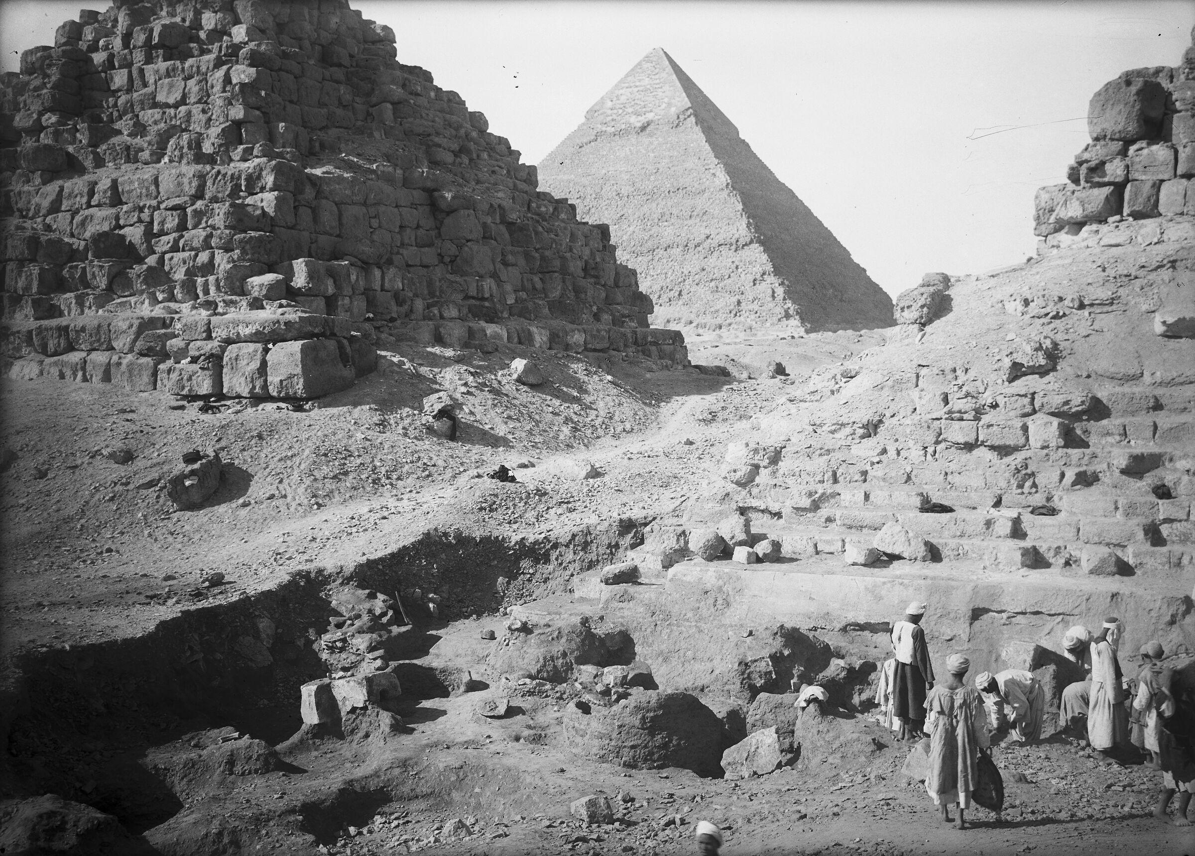 Eastern Cemetery: Site: Giza; View: street G 7000, G I-b, G I-c, avenue G 3