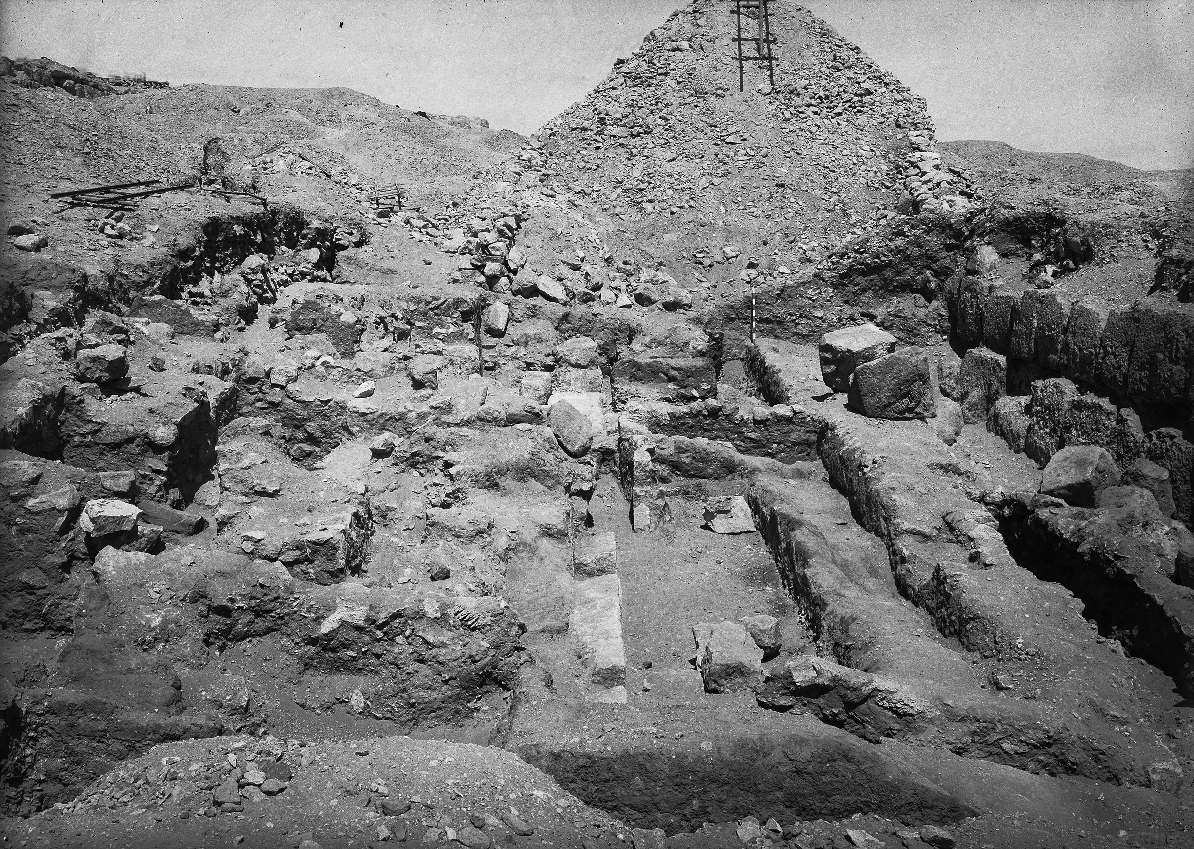 Eastern Cemetery: Site: Giza; View: street G 7400
