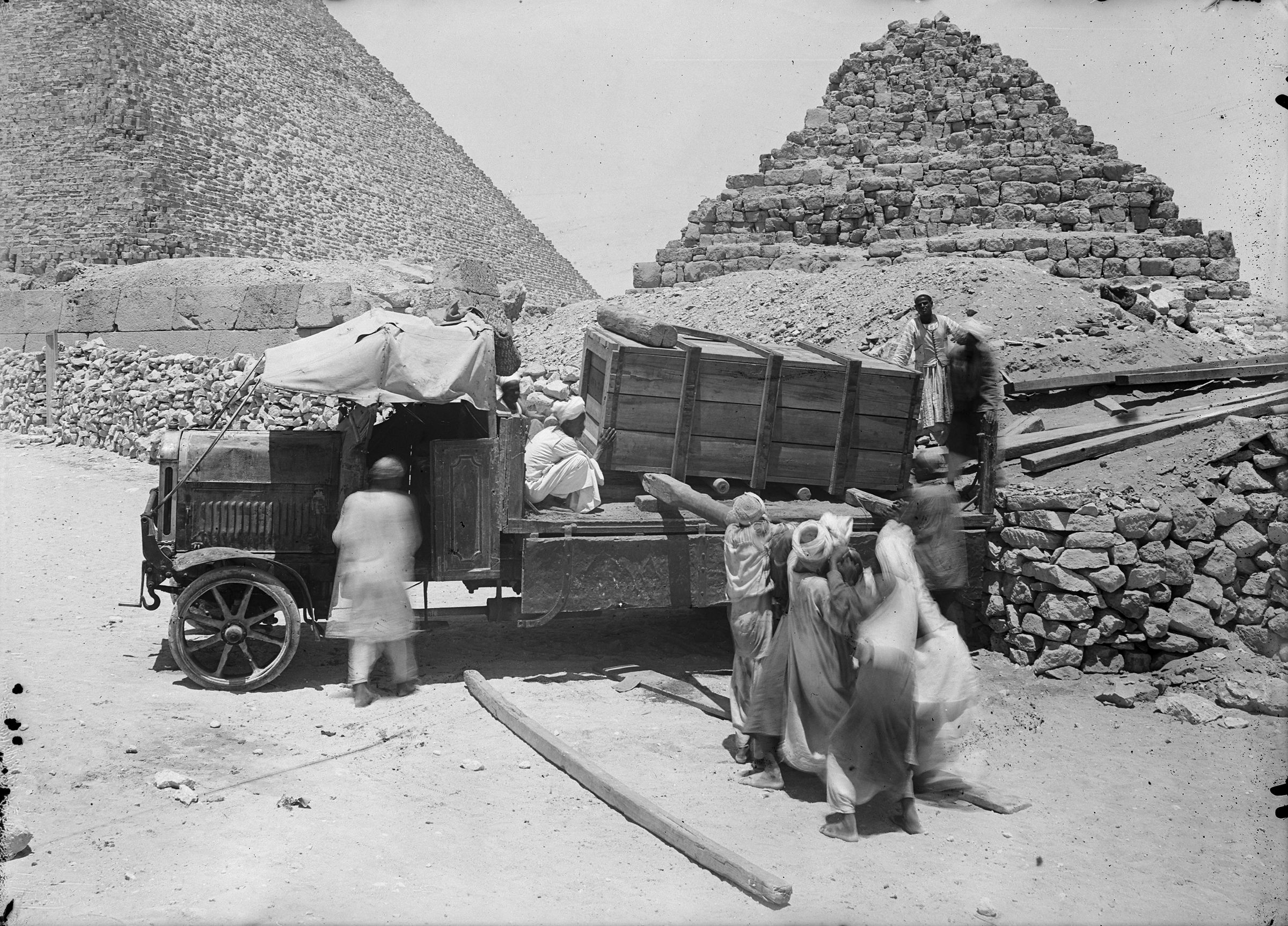 People & places: Site: Giza; View: Giza, G I-c
