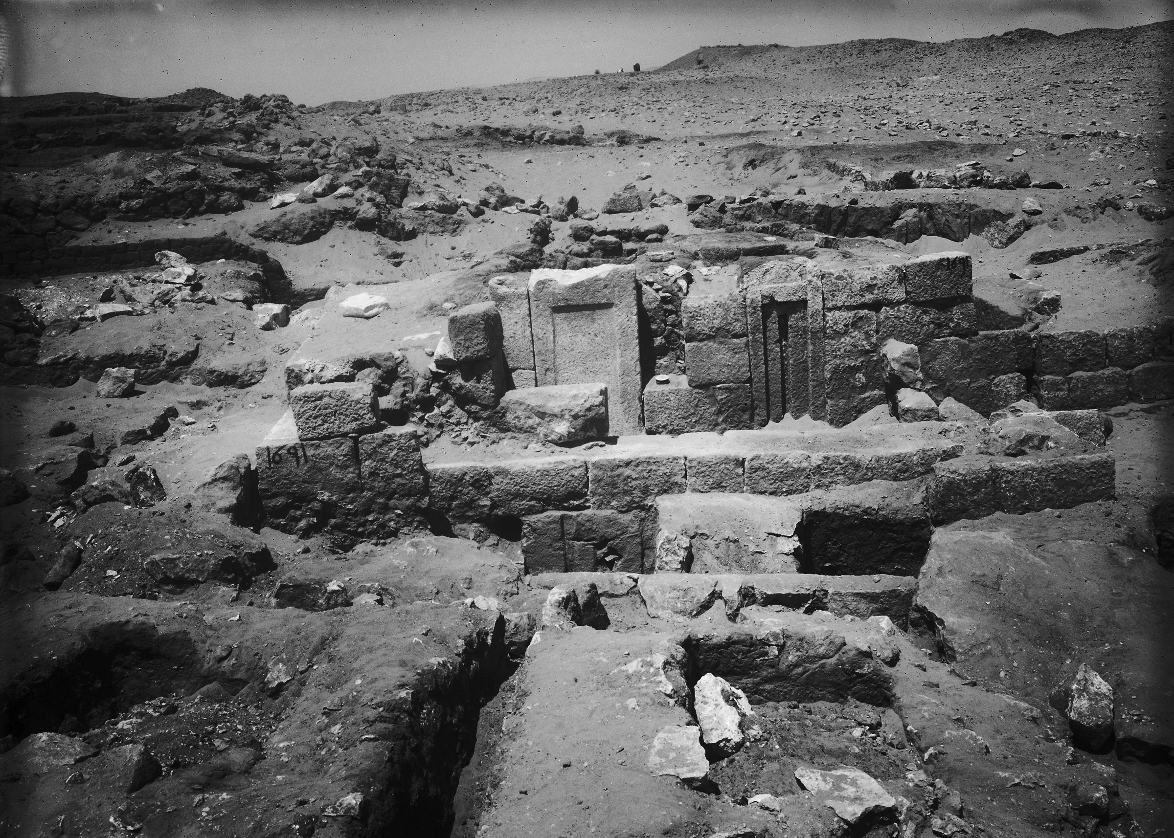 Western Cemetery: Site: Giza; View: G 1691, G 1687