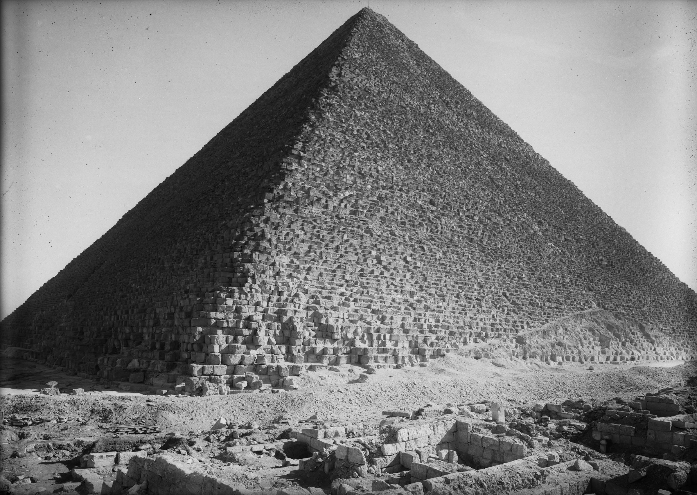 Western Cemetery: Site: Giza; View: G 2342 = G 5520, Khufu pyramid