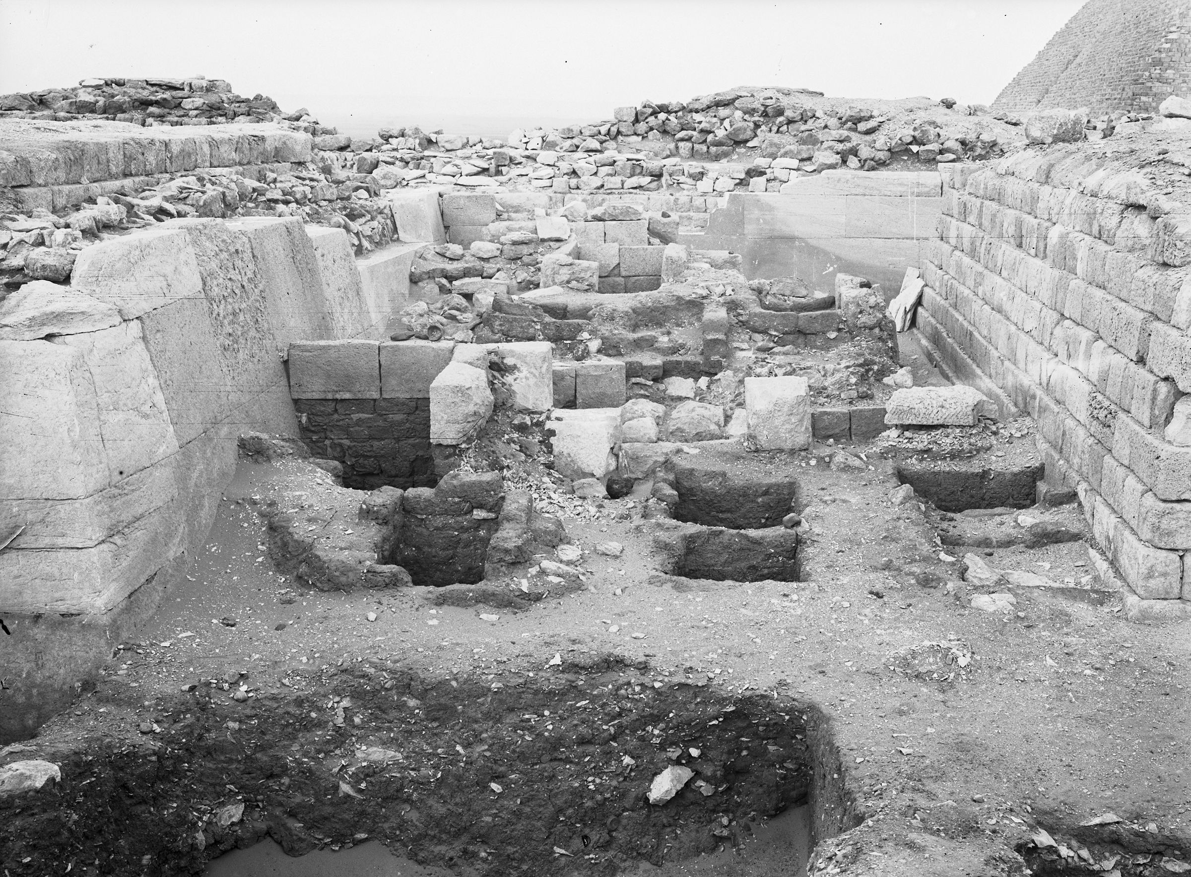 Western Cemetery: Site: Giza; View: G 2113, G 2100, G 2110