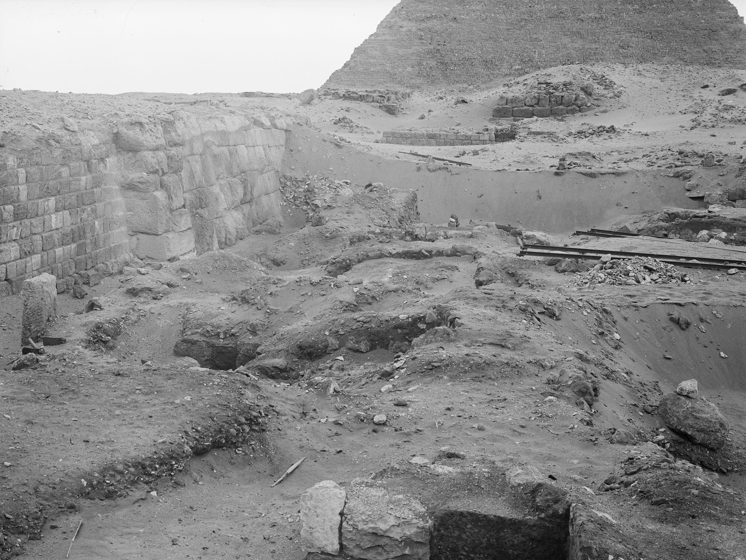 Western Cemetery: Site: Giza; View: G 2100, G 2021, G 2022, G 2023