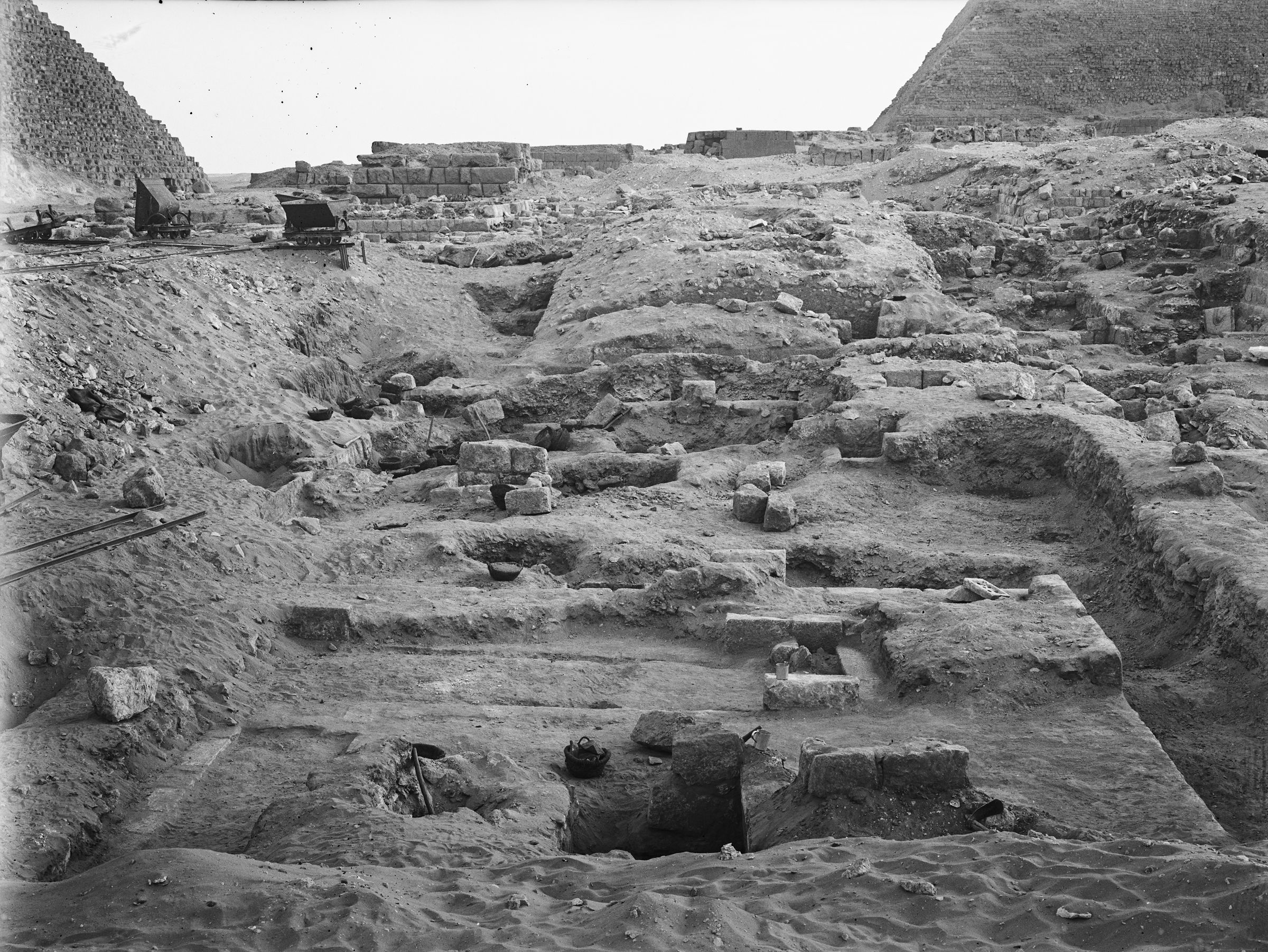Western Cemetery: Site: Giza; View: G 2400, G 2350 = G 5290