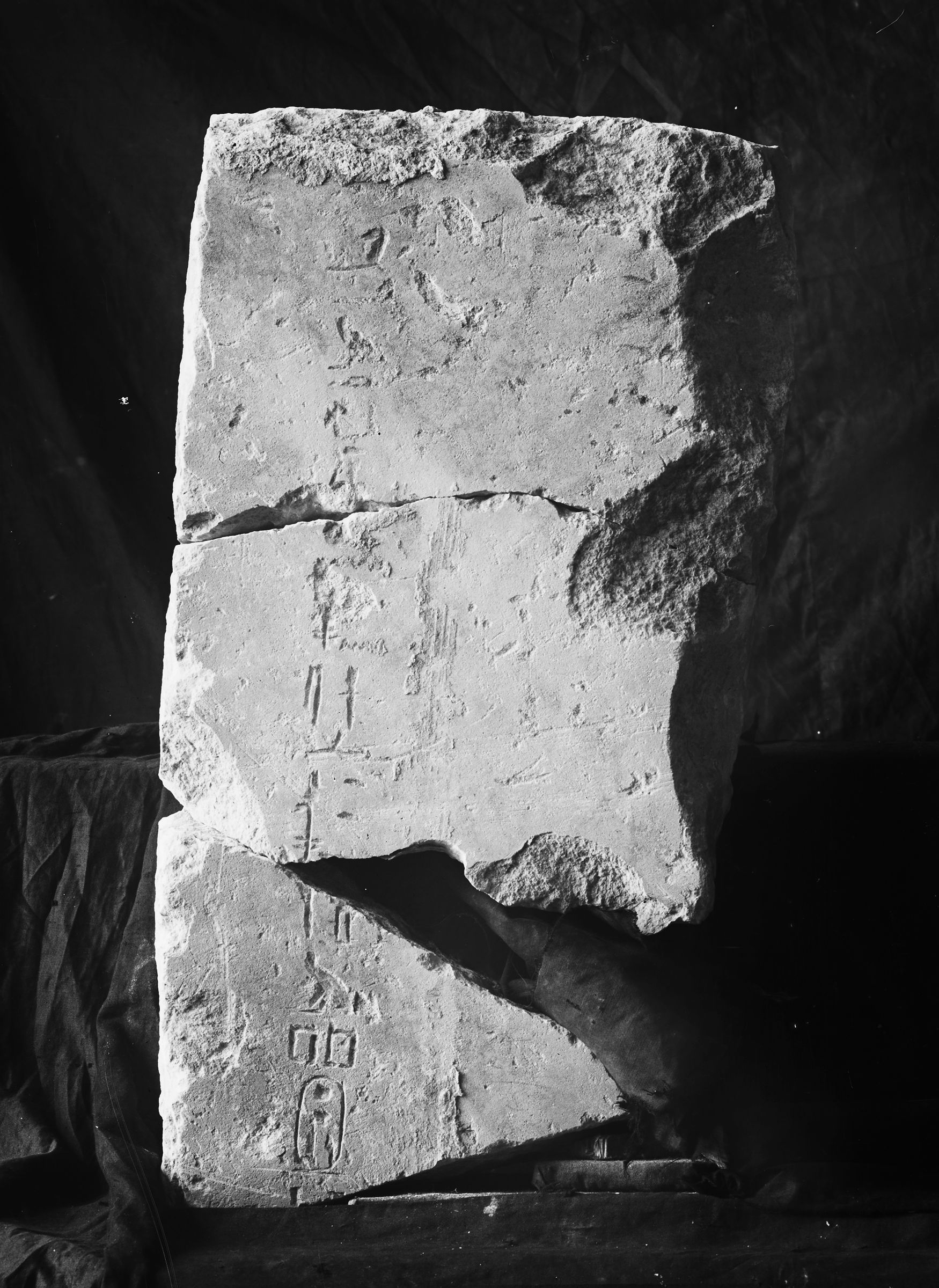 Object(s) photograph: Site: Giza; view: G 2332