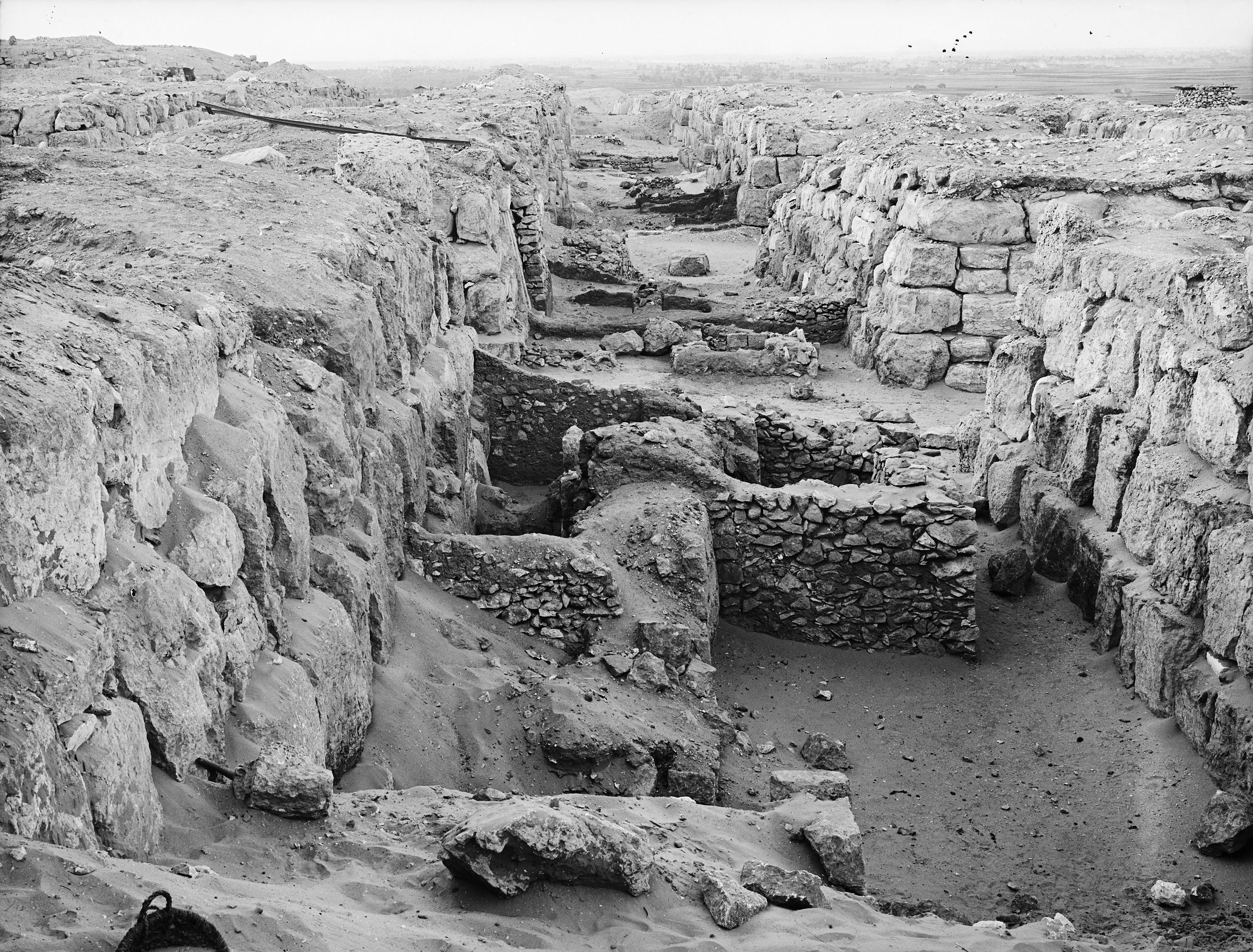 Western Cemetery: Site: Giza; View: G 4520, G 4420, G 4422