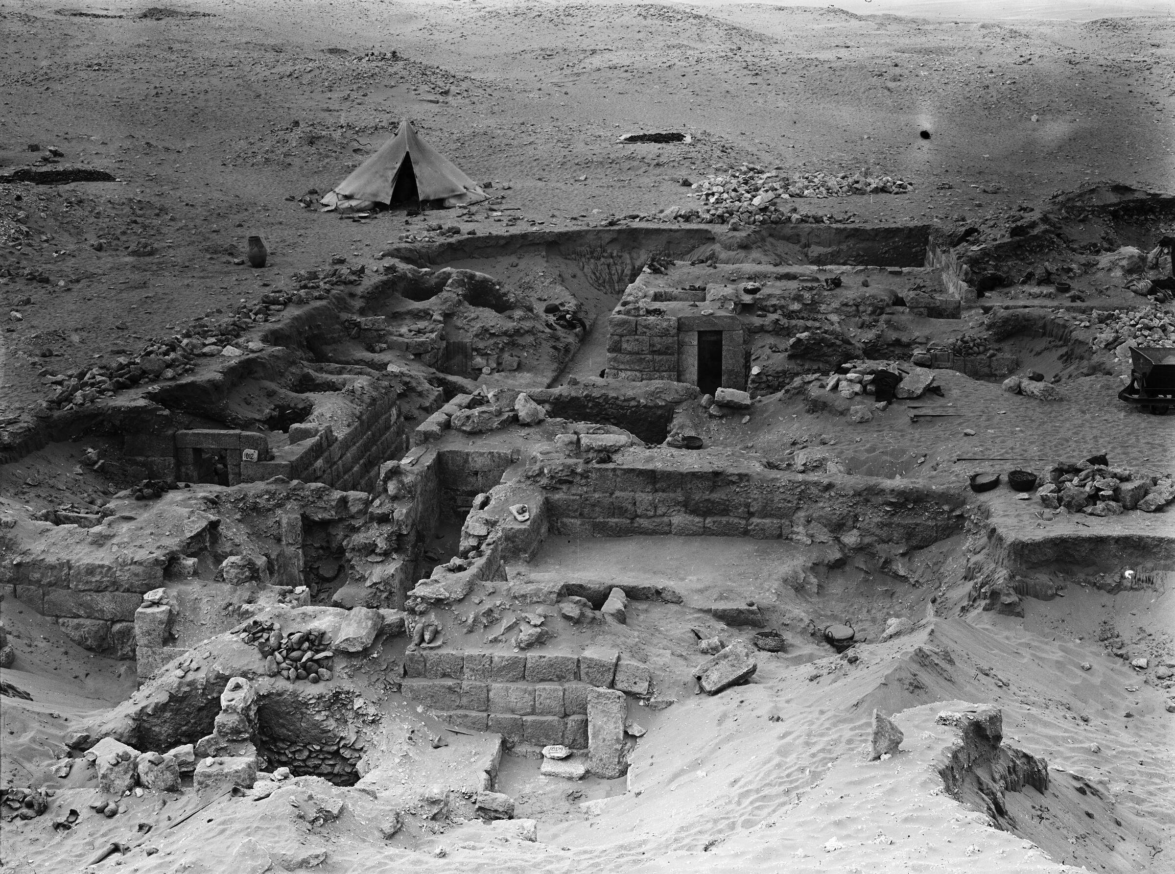 Western Cemetery: Site: Giza; View: G 1012, G 1009, G 1024, G 1011, G 1018, G 1016