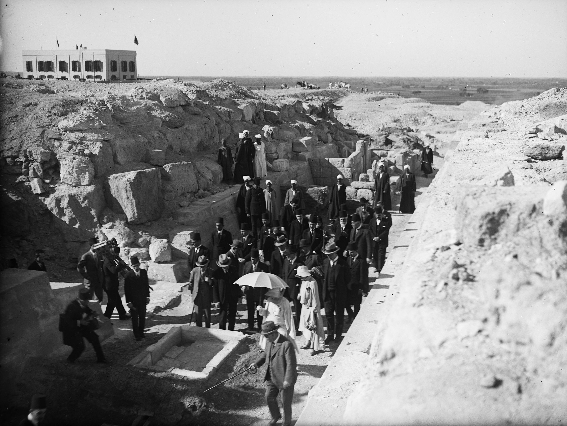 People & places: Site: Giza; View: Giza, G 7210-7220