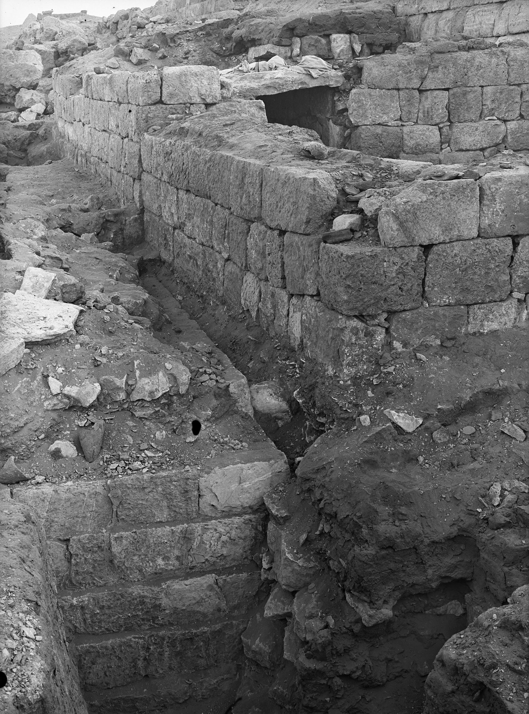 Western Cemetery: Site: Giza; View: G 1303, G 1234