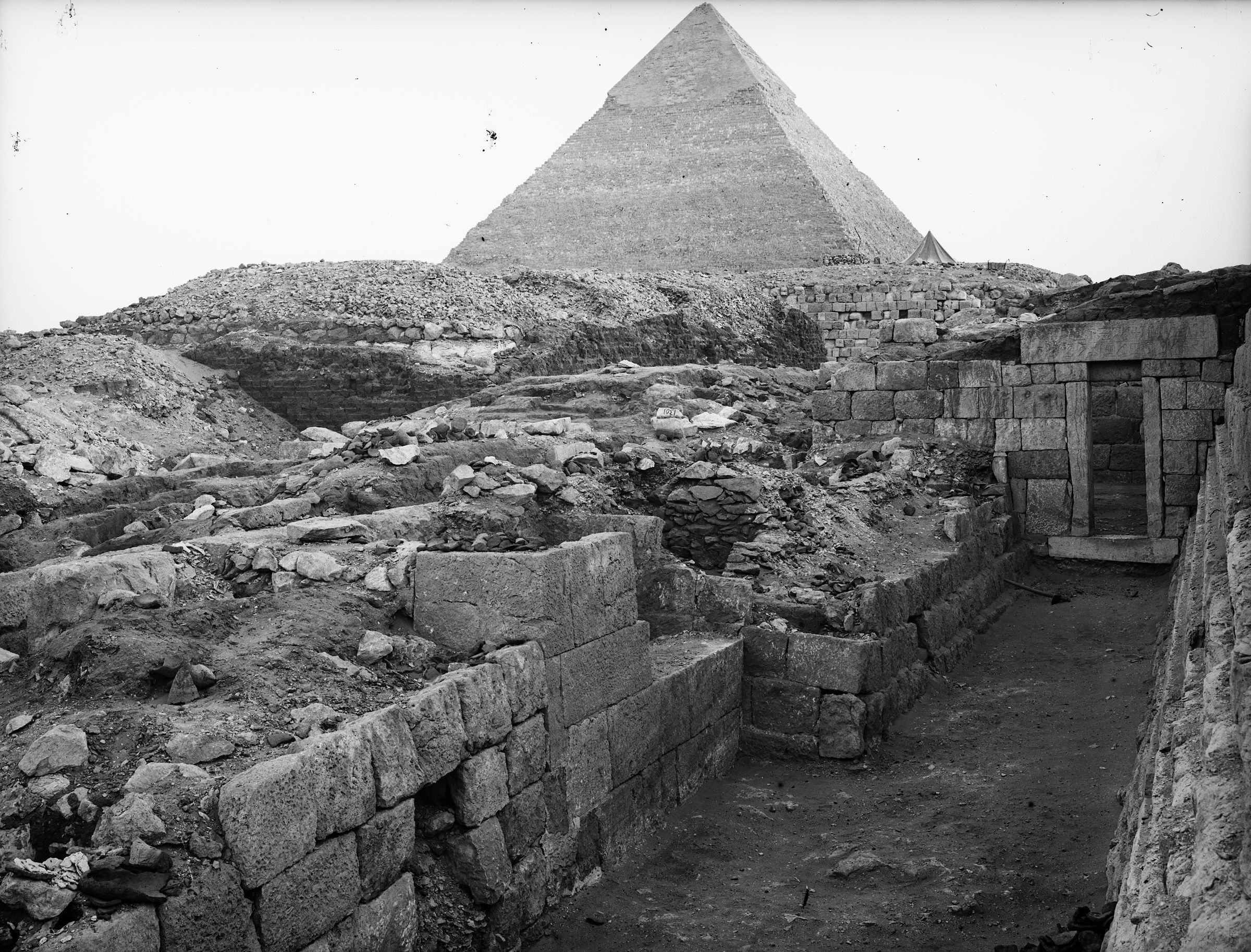 Western Cemetery: Site: Giza; View: G 1233, G 1302, G 1301, G 1234