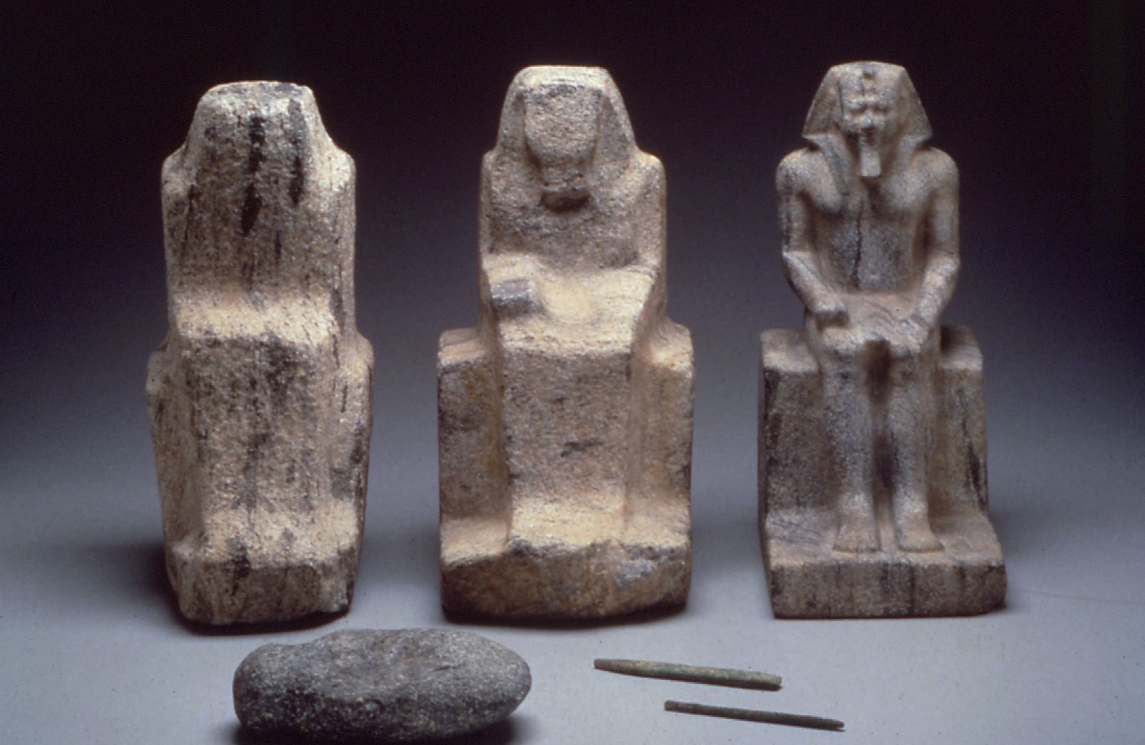 Object(s) photograph: Site: Giza; view: Menkaure Valley Temple, G 2381, G 2150