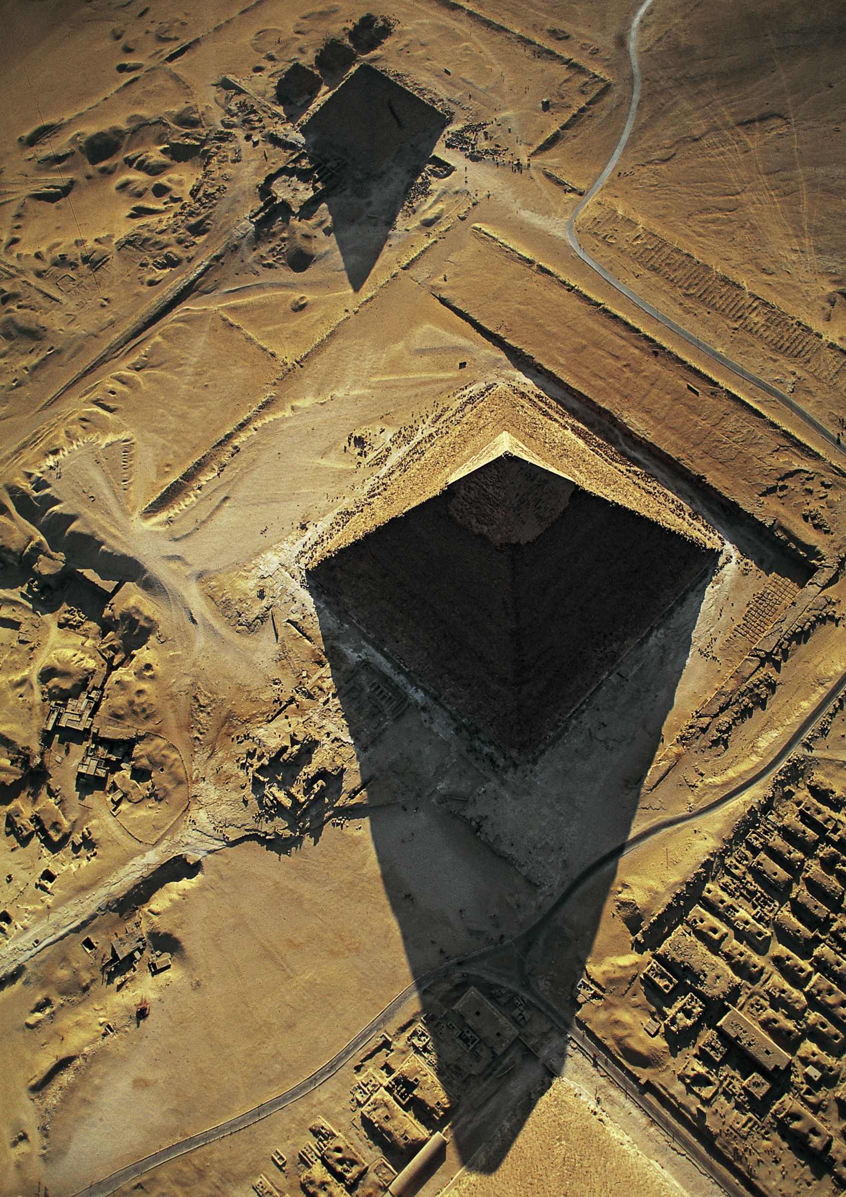 General view/misc.: Site: Giza; View: Khafre pyramid, Menkaure pyramid