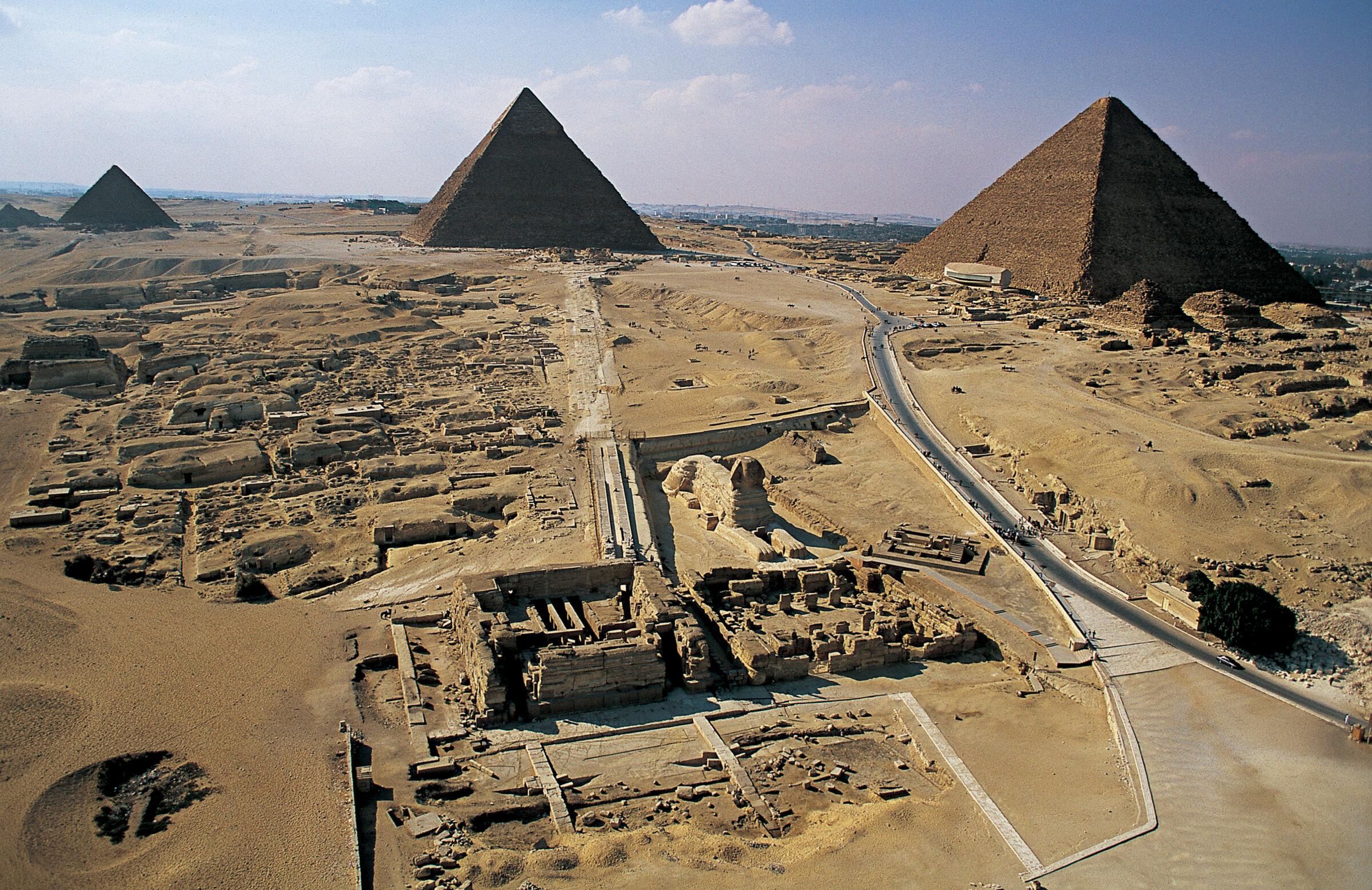 General view: Site: Giza; View: Khufu pyramid, Khafre pyramid, Menkaure pyramid, Sphinx