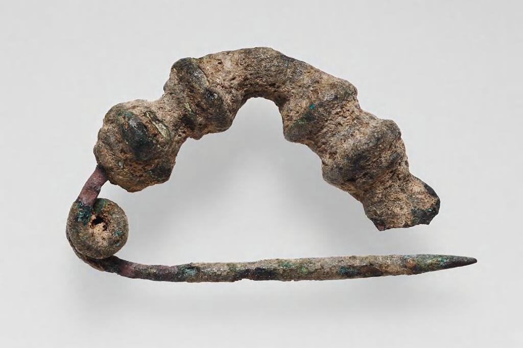 Fibula With Beaded Triangular Bow