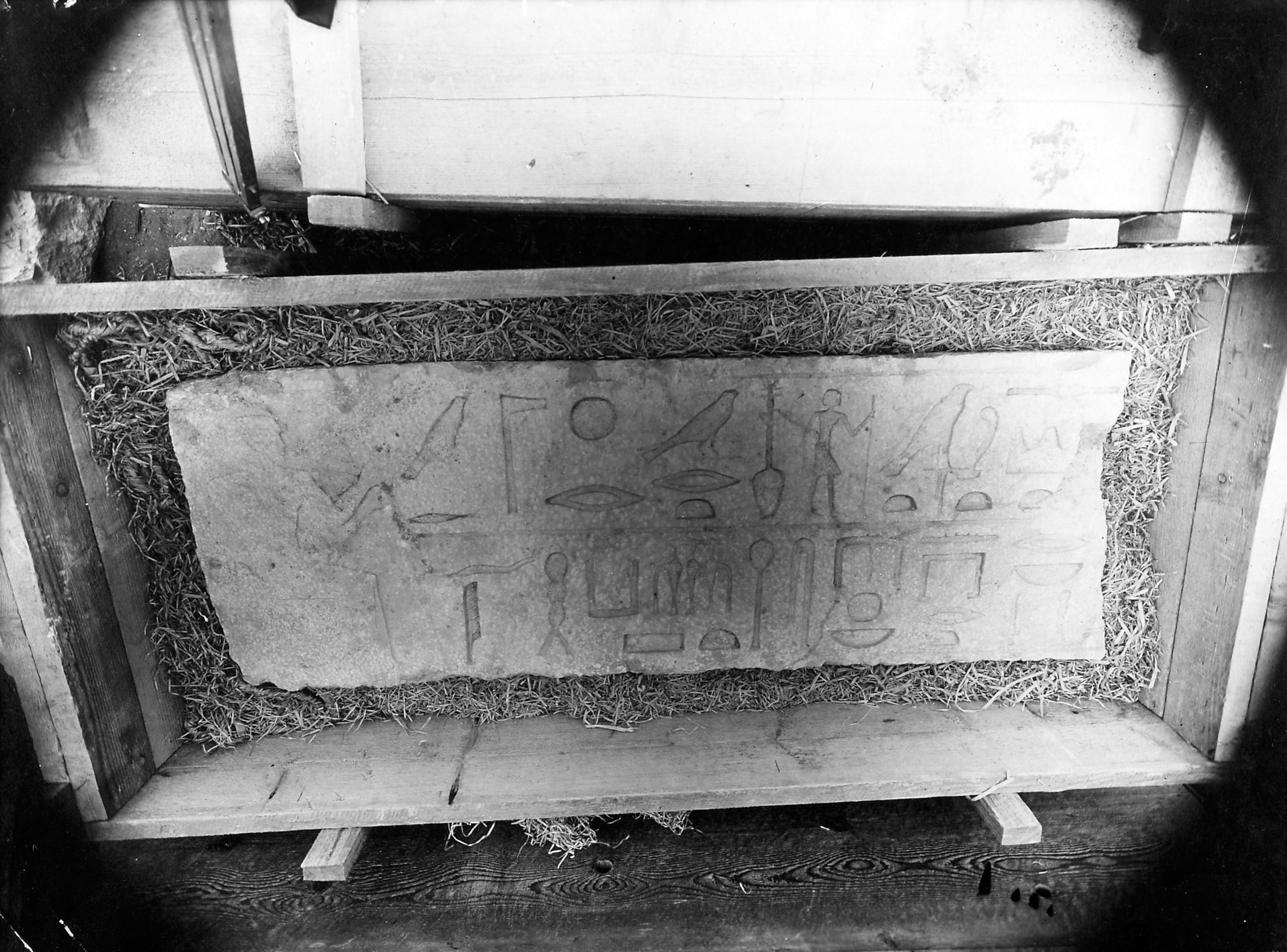 Object(s) photograph: Site: Giza; view: G 2136