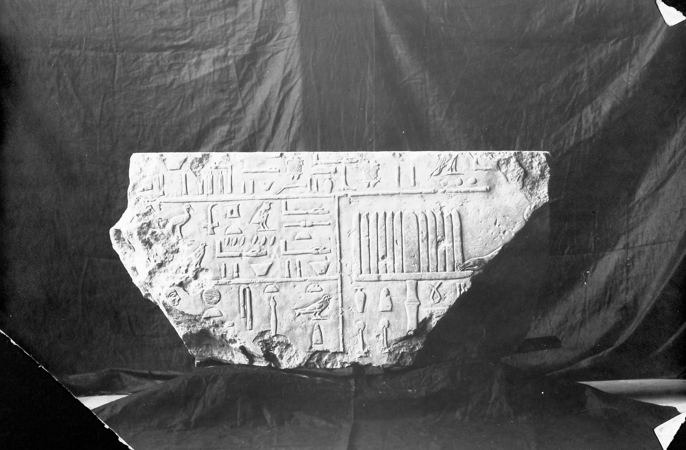 Object(s) photograph: Sire:Giza; view: G 2155