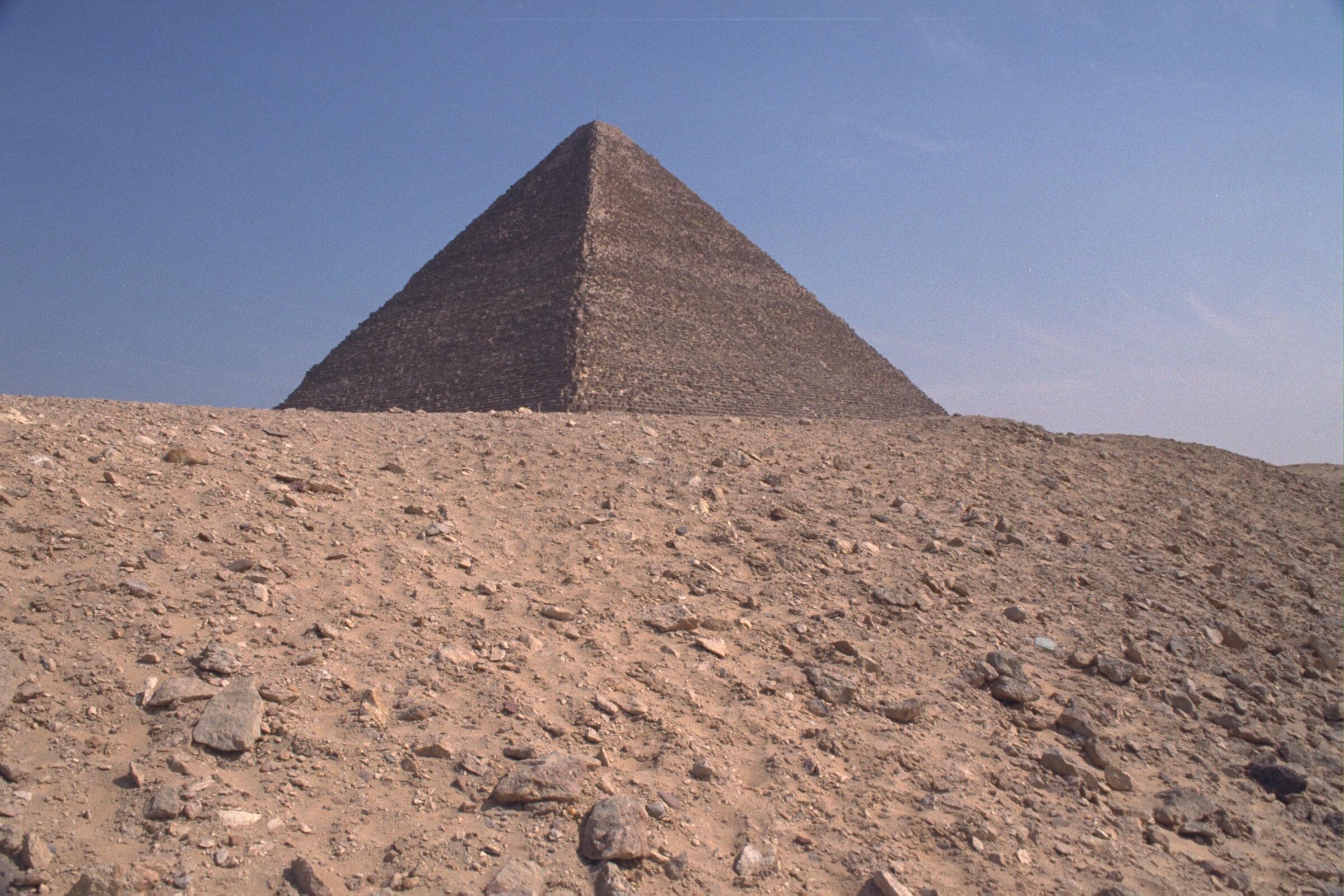 Western Cemetery: Site: Giza; View: G 2220, Khufu pyramid