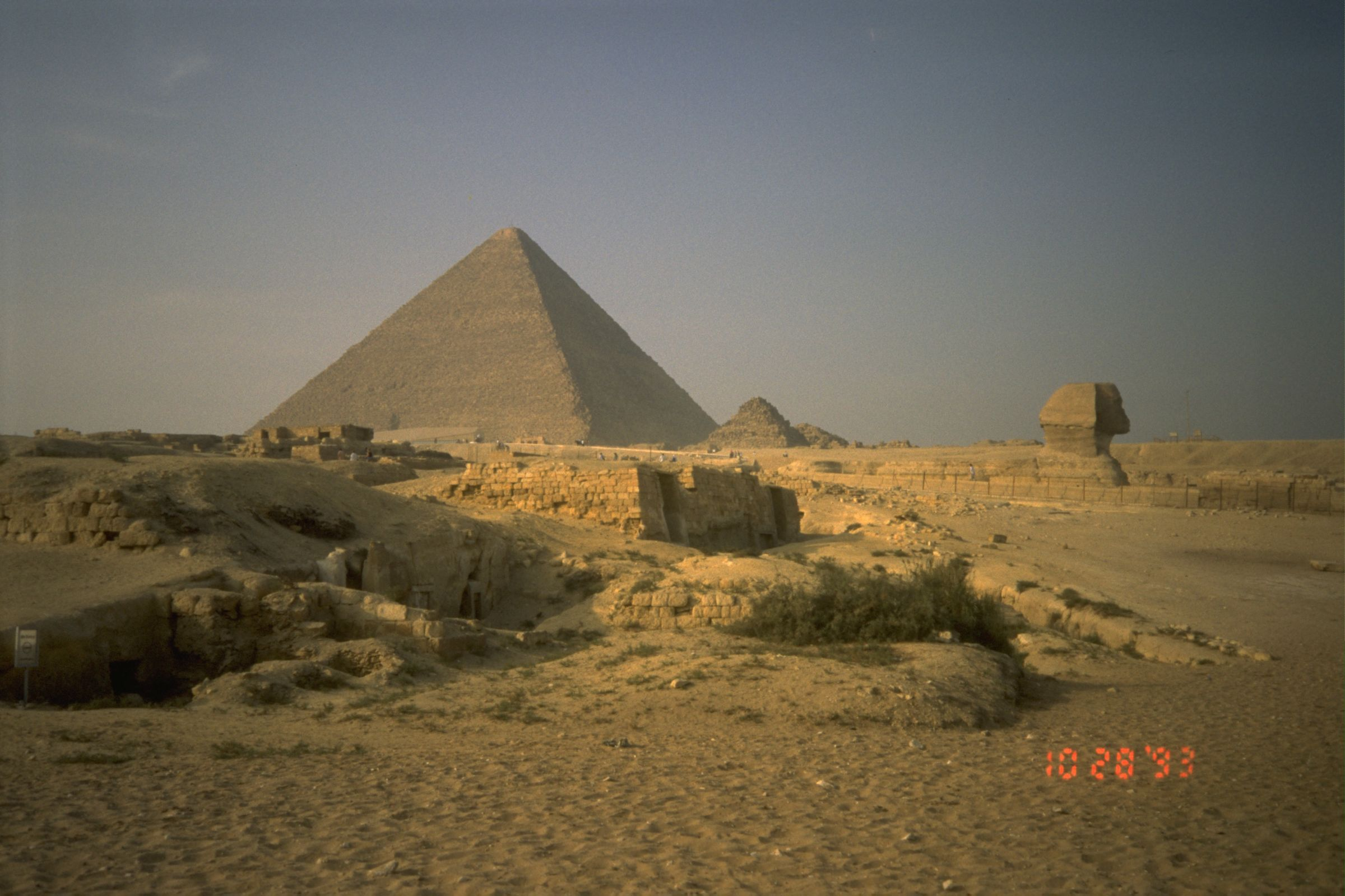 Central Field (Hassan): Site: Giza; View: Khufu pyramid, Sphinx