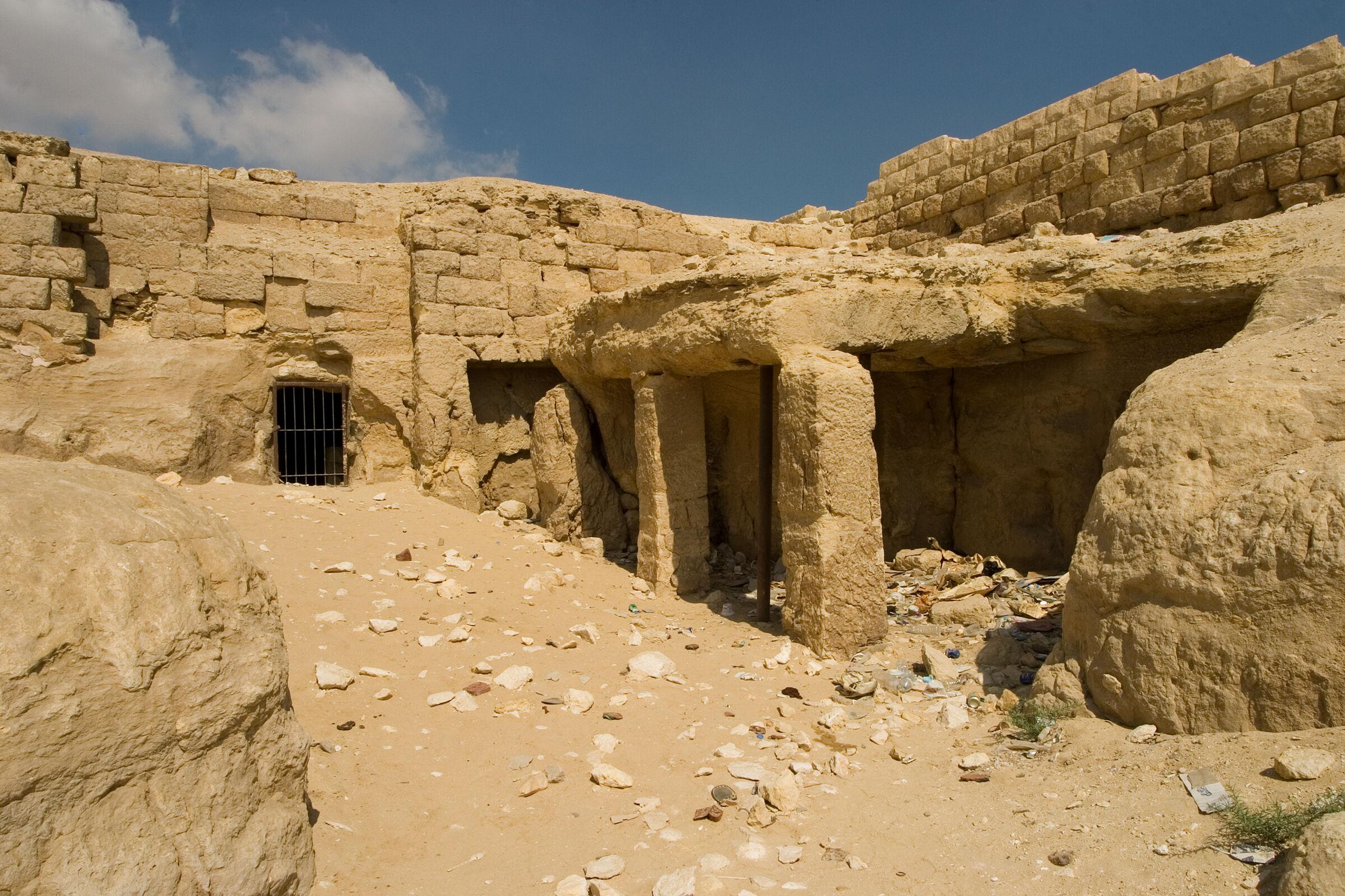 Central Field (Hassan): Site: Giza; View: Khamerernebty II
