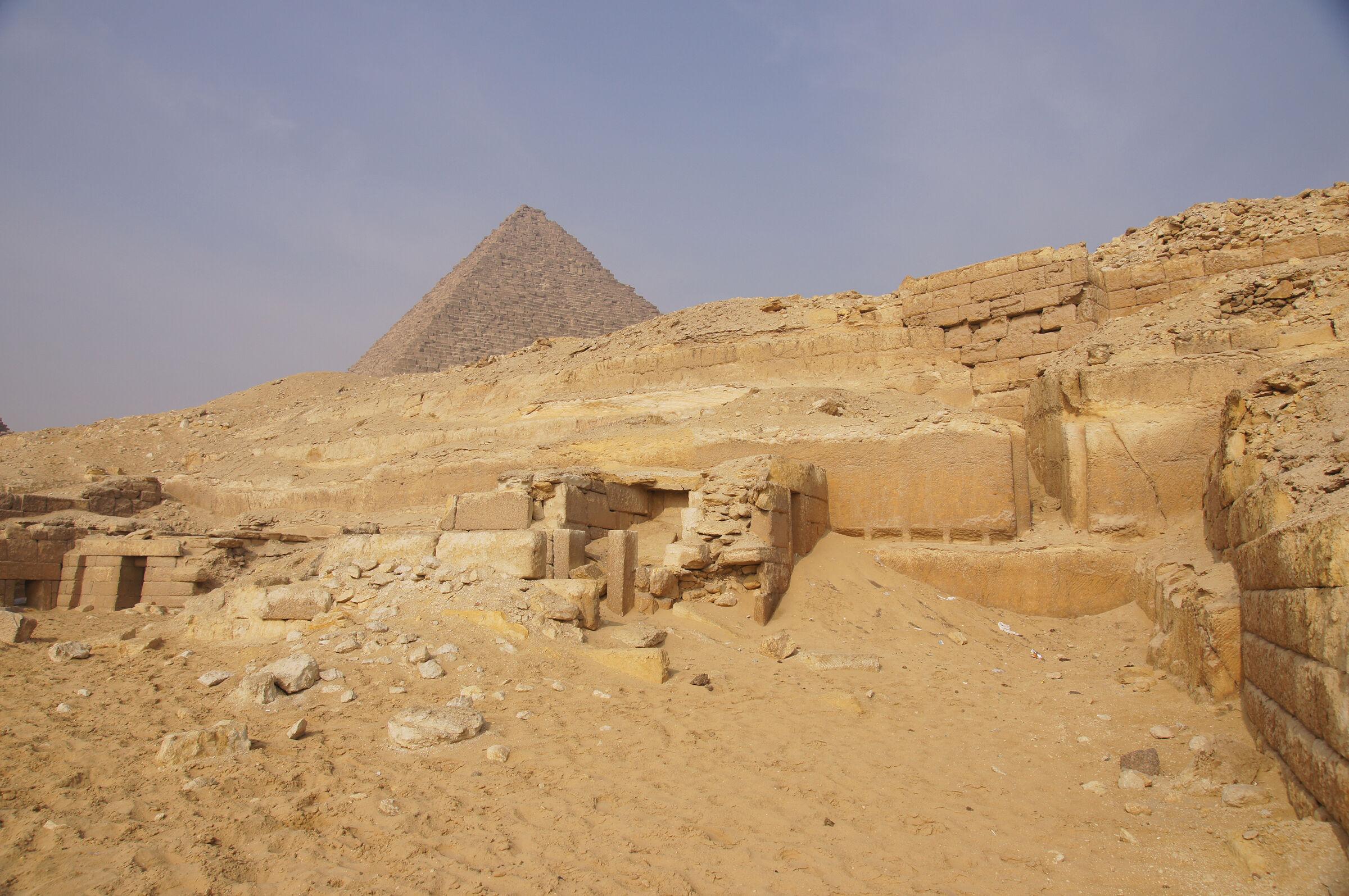 Menkaure Quarry Cemetery: Site: Giza; View: MQ 501(?), MQ 500, MQ 502, Menkaure Pyramid