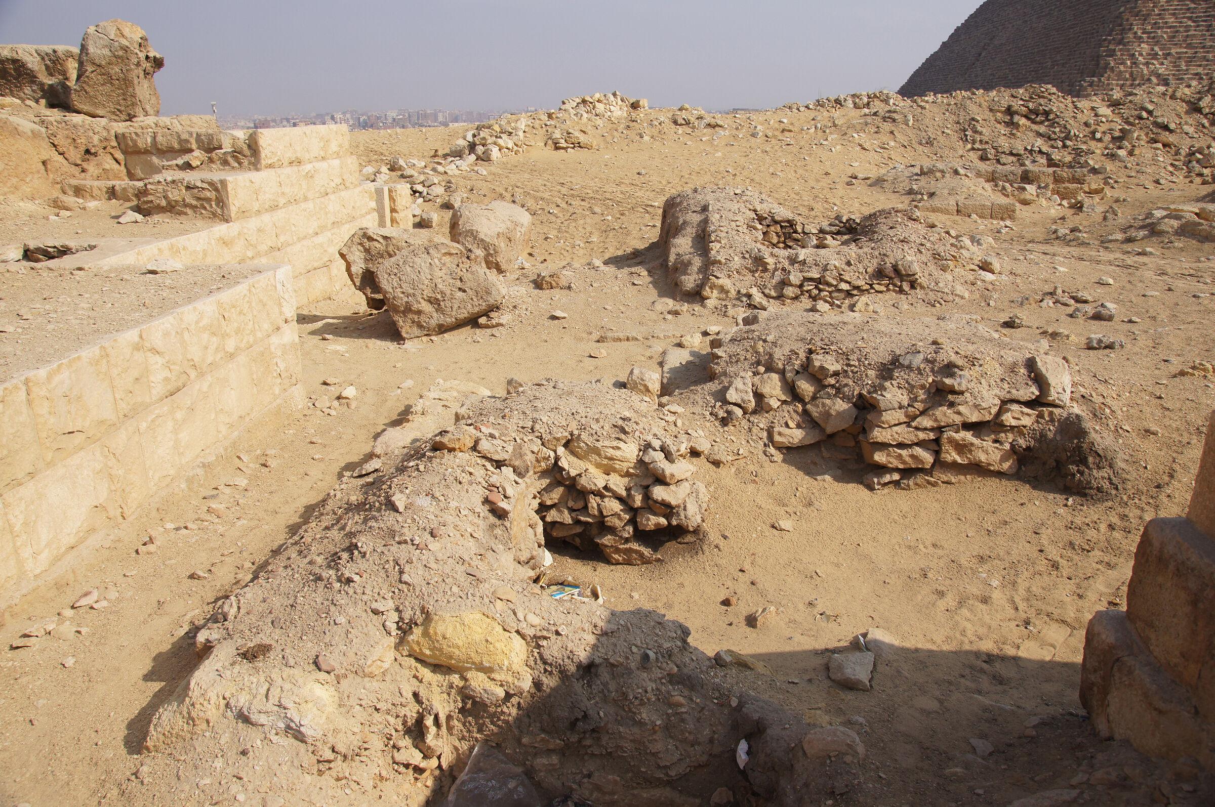 Western Cemetery: Site: Giza; View: G 2152, G 2153, G 2138, G 2156', Khufu Pyramid