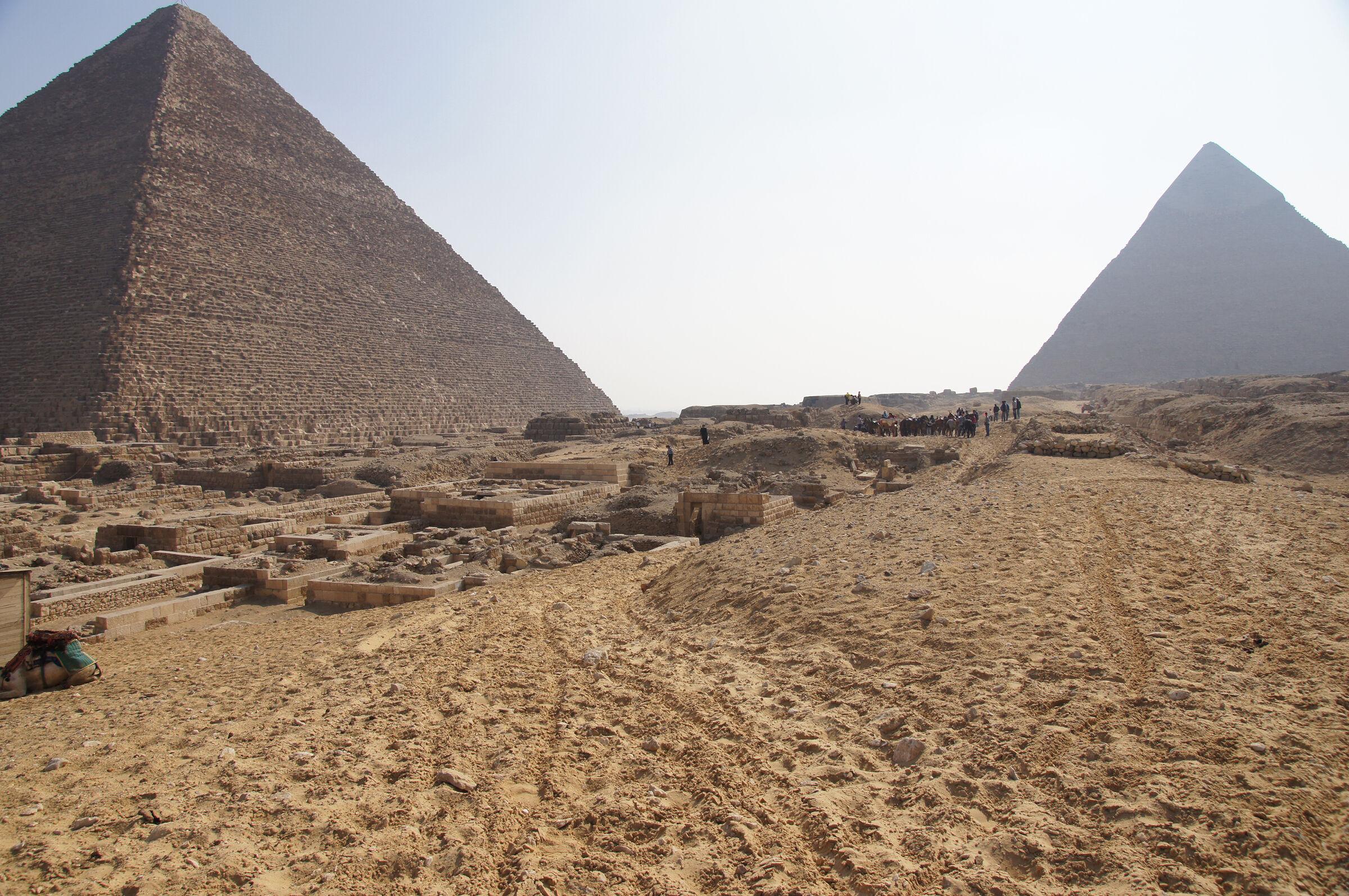 Western Cemetery: Site: Giza; View: Cemetery en Echelon, Khafre Pyramid, Khufu Pyramid