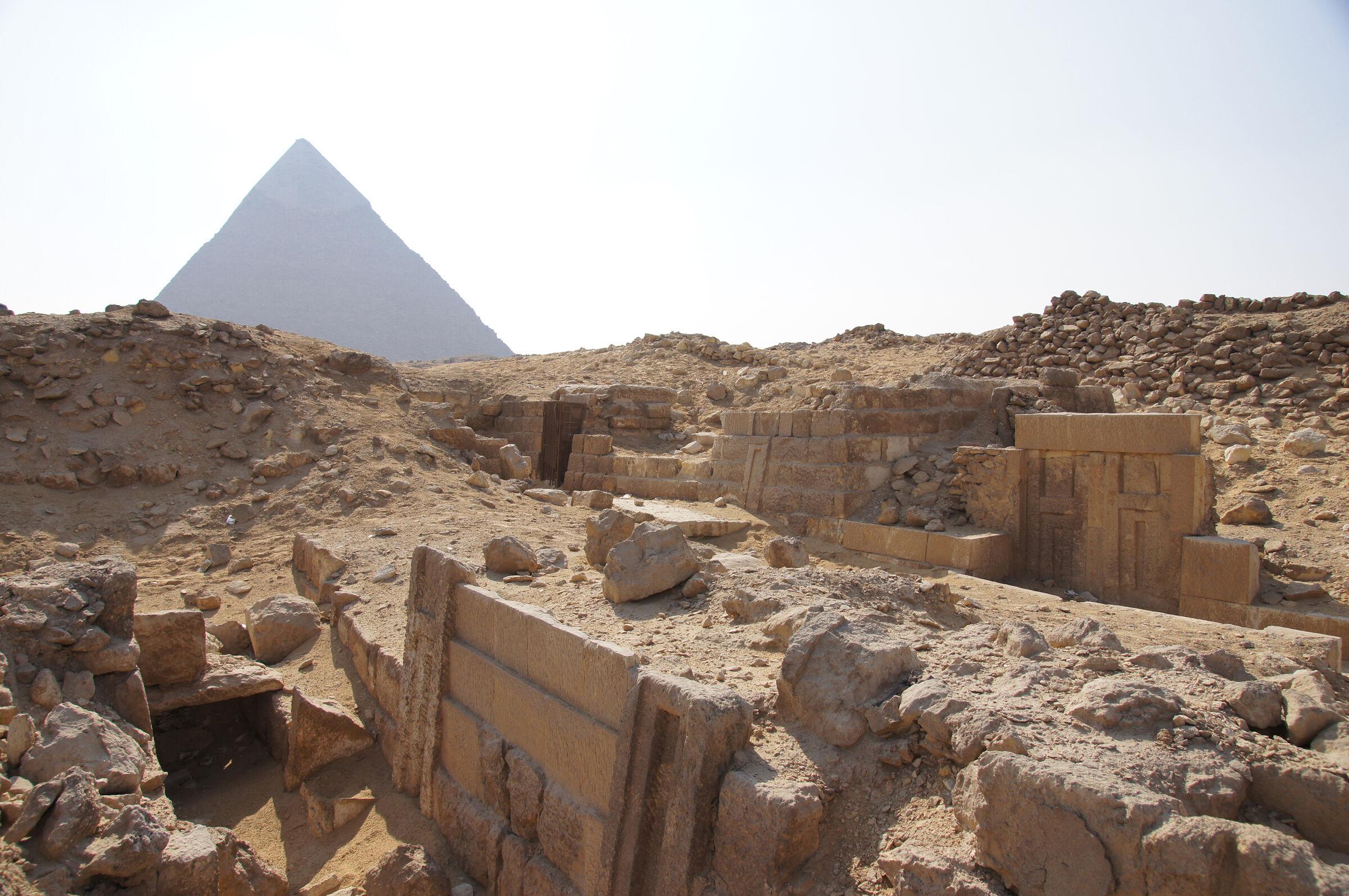 Western Cemetery: Site: Giza; View: G 2185, G 2186, G 2184, Khafre Pyramid