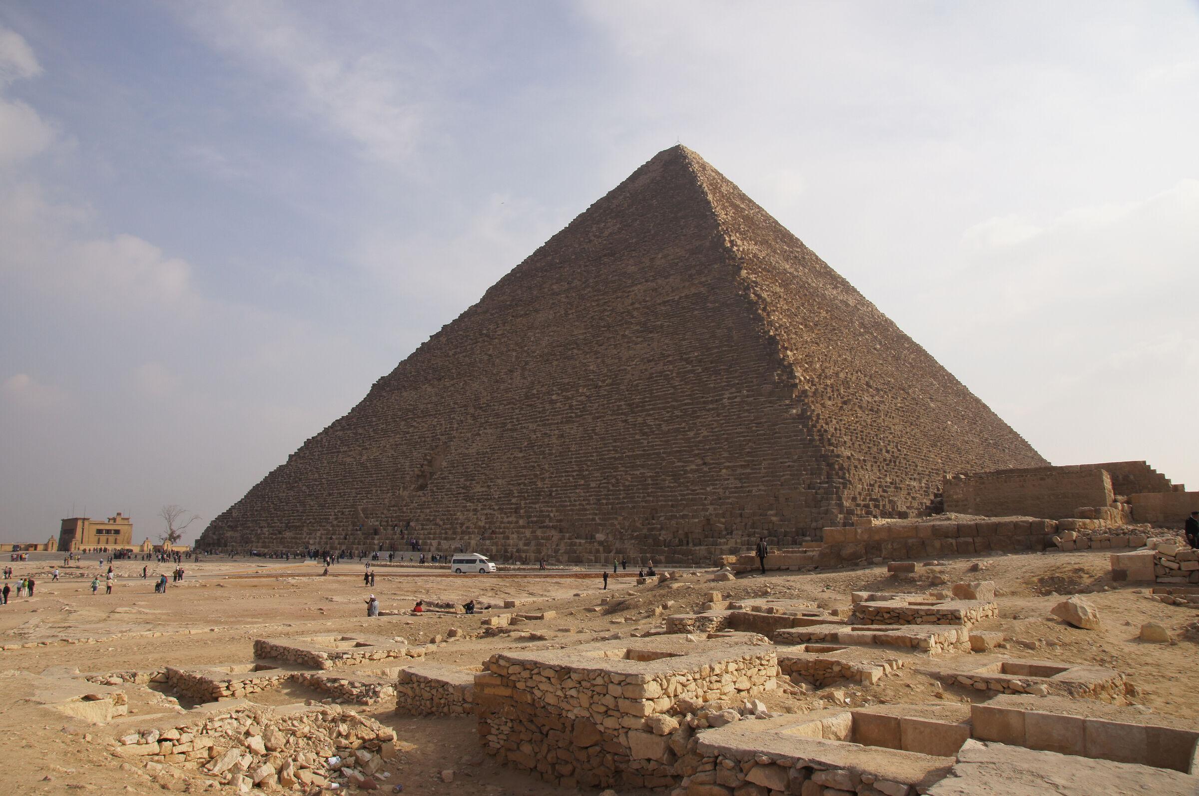 General View: Site: Giza; View: Cemetery en Echelon, Khufu Pyramid