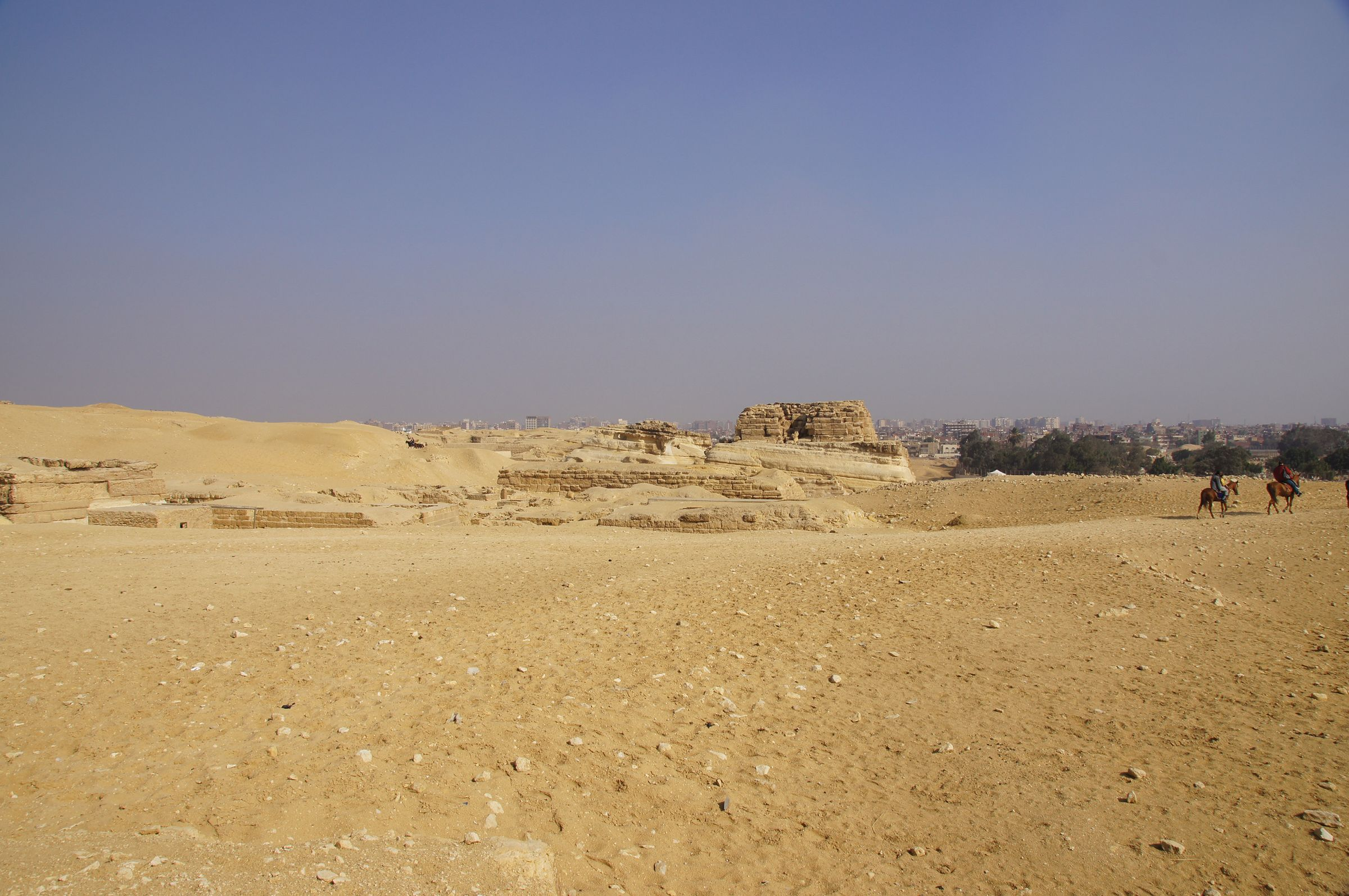Central Field (Hassan): Site: Giza; View: G 8260, G 8240, G 8220?, G 8310, G 8400