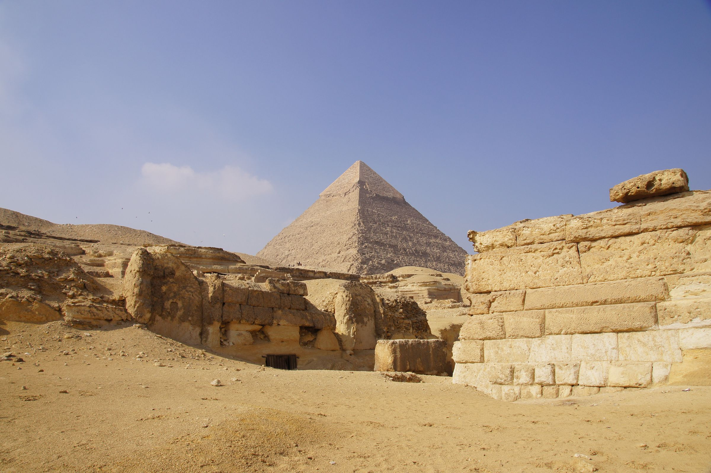 Central Field (Hassan): Site: Giza; View: G 8260, G 8250, Khafre Pyramid