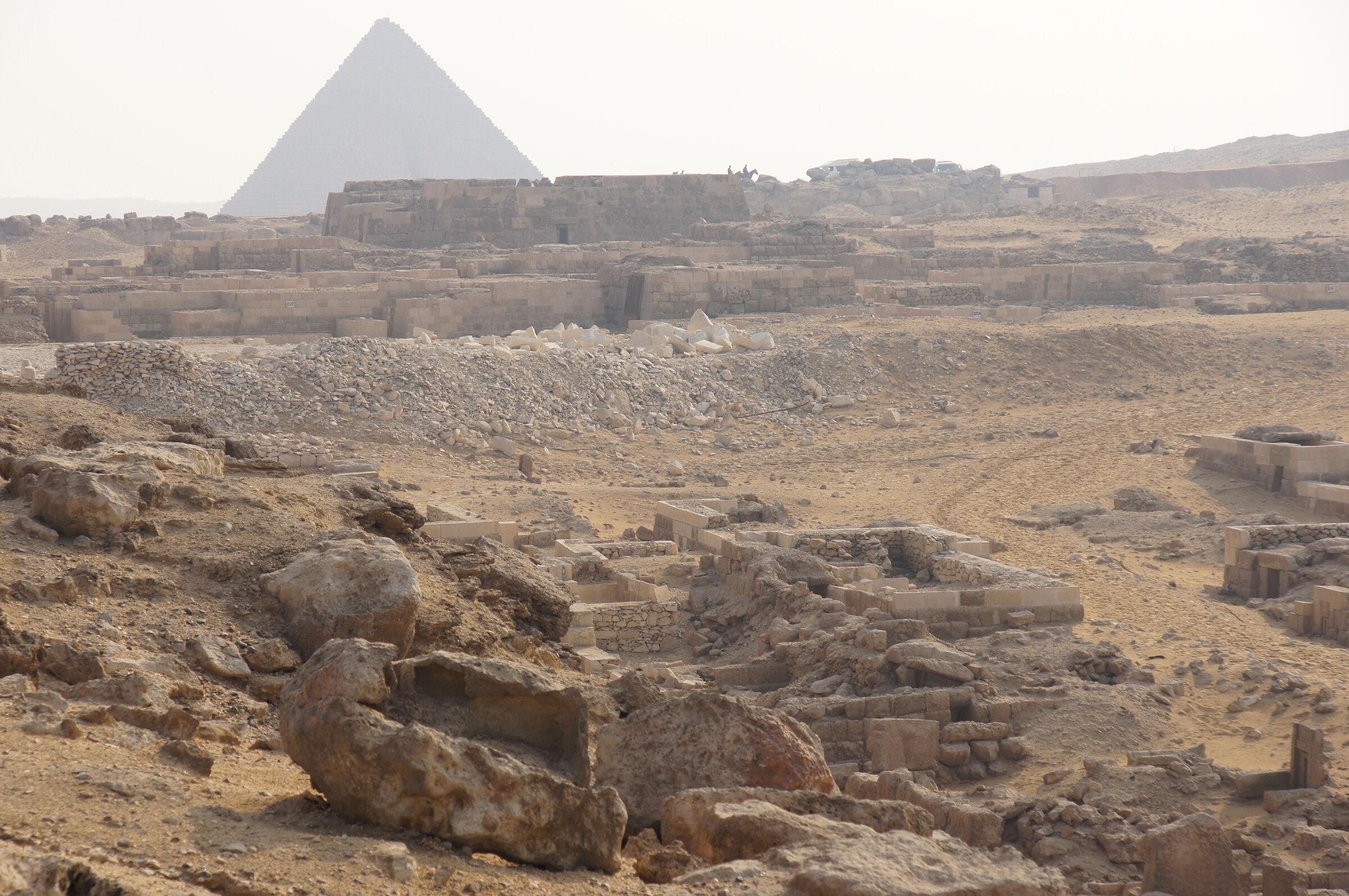 Western Cemetery: Site: Giza; View: G 1101, D 24, D 27, D 39+40, D 65, D 64, D 46, D 37, D 11, D 11 A, D 9, D 8, D 6, G 6040