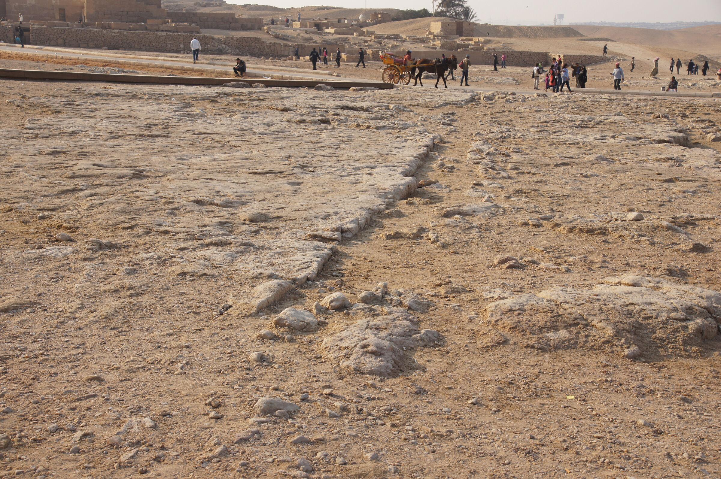Khufu Pyramid Complex: Site: Giza; View: Khufu Pyramid, Cemetery en Echelon