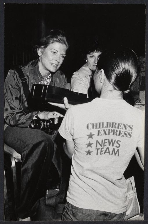 Candice Bergen being interviewed by child reporter at Democratic National Convention