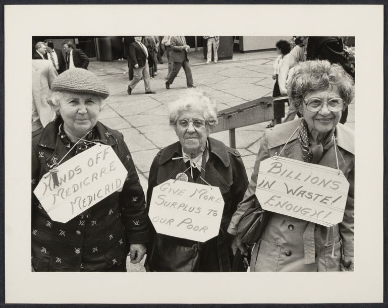 Women demonstrate against social security cuts
