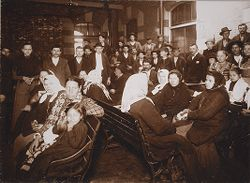 Races, Immigration: United States. New York. New York City. Immigrant Station: Regulation of Immigration at the Port of Entry. United States Immigrant Station, New York City: New York detained; men and women waiting for friends..   Social Museum Collection